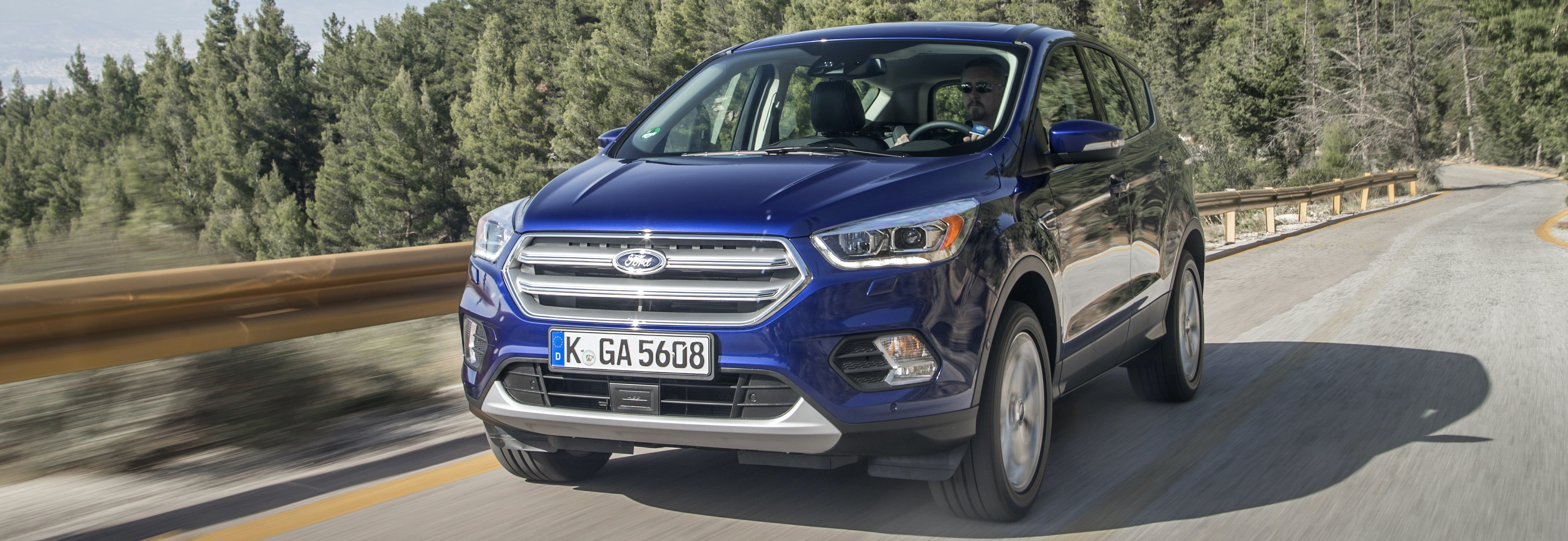 Ford Kuga 2017 vorne blau top10