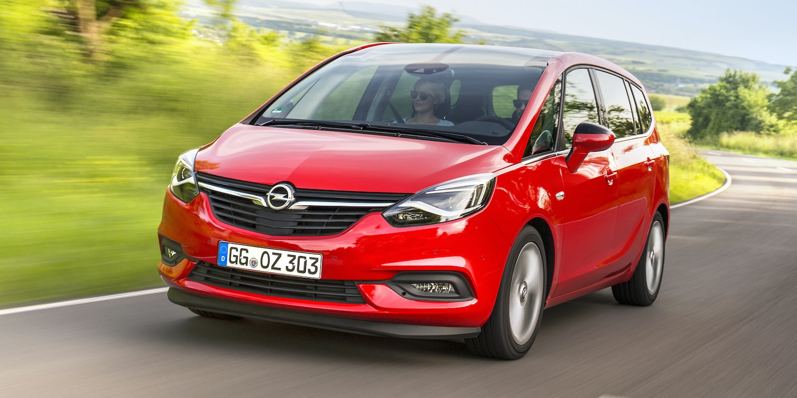 opel zafira im test mit bildern wertung carwow. Black Bedroom Furniture Sets. Home Design Ideas